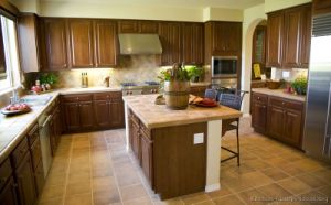 Golden Brown Kitchen Cabinet (GB7) pictures & photos
