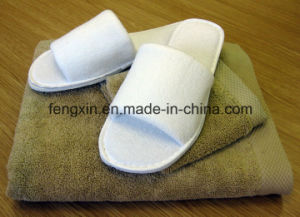 High Quality Color-Bound White Disposable Hotel Slipper pictures & photos