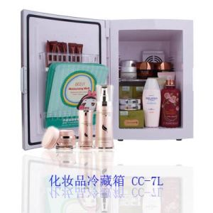 Thermoelectric Mini Fridge 7liter AC100-240V for Cosmetic Storage Use pictures & photos