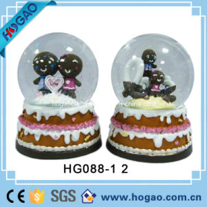 Polyresin Souvenir Wedding Water Globe (HG157) pictures & photos