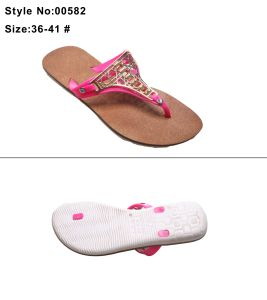 Flat Clip Toe Women and Ladies Flip Flip Sandal Slipper with Metal Decoration and Wide Strip Strap pictures & photos
