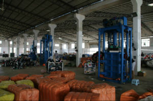 Wholesale Used Clothing From China Used Clothing Man Grid Shirt Bales China pictures & photos