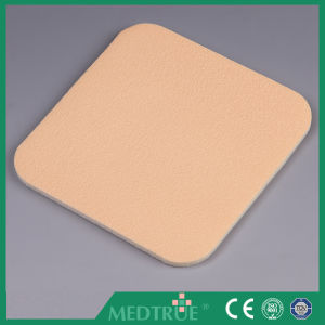 Ce/ISO Approved Medical Foam Dressing Laminated with PU Film (MT59398011) pictures & photos