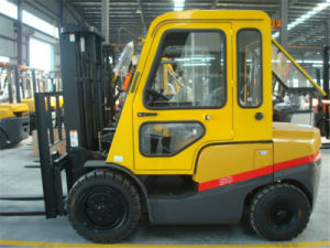 3ton Diesel Forklift Truck Counterbalance Forklift with Cab pictures & photos