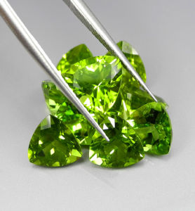 High Quality Trilian Cut Briliant Natural Peridot Stone pictures & photos
