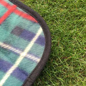 100%Polyester Polar Fleece Check Design Picnic Blanket/Beach Mat pictures & photos
