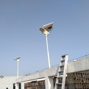 Bluesmart Integrated Solar Street Lamp 15W-120W Solar Fly Hawk Light pictures & photos