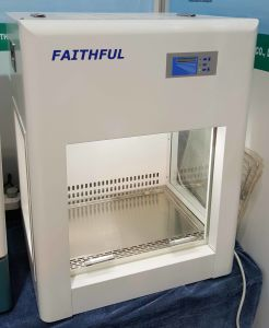 Mini Type Fume Hood, Laminar Flow Cabinet pictures & photos
