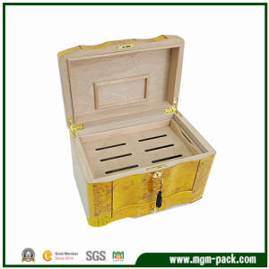 Yellow Glossy Lacquered Cedar Wood Cigar Box pictures & photos