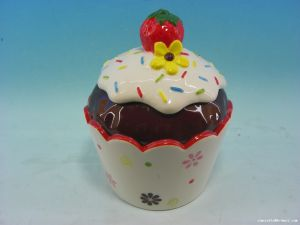 Good Quality Strawberry Cake Shaped Ceramic Cookie Jar pictures & photos