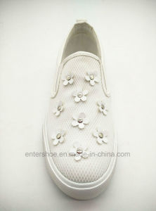 Vulcanized Women Shoe with PU Flower for Autumn (ET-YH160102W) pictures & photos