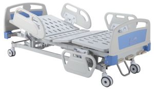 CE Certificate Three Cranks Manual Medical Bed (SK-MB105) pictures & photos