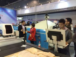 Garment/Cloth/Textile/Leather Fully Auto Cutting Fabric Machine pictures & photos