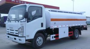 Isuzu 190 HP 12 Cbm Fuel Tank Truck pictures & photos