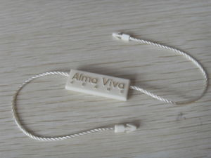 China Top Quality Plastic Hang Tags for Jewelry (BY80063) pictures & photos