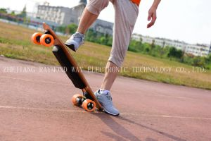 Fashion 4 Wheel Electric Smart Skateboard pictures & photos