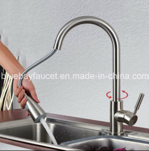 Swivel Pull out Chrome Brass Water Tap Hot&Cold Mixer Kitchen Sink Faucet pictures & photos