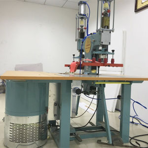 Factory High Frequency Welding PVC Raincoat Machine with Ce pictures & photos
