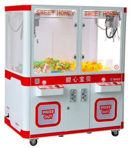 Double Claw Mini Toy Crane Machine (MD1370) pictures & photos