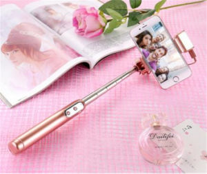 Fill Light Mini Wireless Control Bluetooth Beauty Phone Self-Timer Pole Selfie Stick pictures & photos