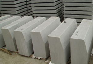 Flamed Bush Hammered Sandstone Curbstone/Curved Stone/Kerbstone pictures & photos