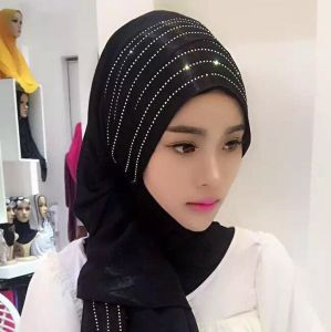 Plain Scarf Hot Sale Muslim Hijab Scarves with Hot Fix Rhinestone Design pictures & photos