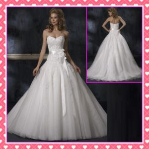Strapless Tulle Alencon Lace Applqiue Beaded Weddng Dress (P003) pictures & photos