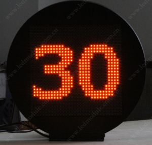 Outdoor Roof-Mounted Line Number Board/LED Panel /LED Sign pictures & photos