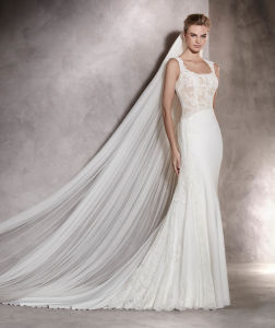 Hot Elegant Organza Appliques Beaded Lace Spaghetti Straps V-Neck Ruched Sleeveless Wedding Gowns for Fat Bride Yj0032 pictures & photos
