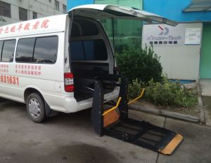 Hydraulic Wheelchair Lifting Platform CE Loading 350kg pictures & photos