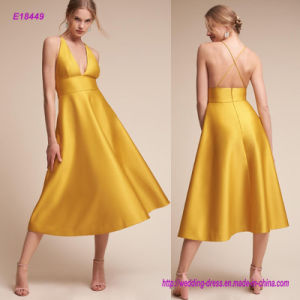 a Chic Update to a Classic A-Line Cut with Satin Design Ultra-Clean Lines and a Plunging Halter Neckline Balances a High Fitted Waist Evening Dress pictures & photos
