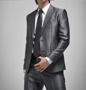 Top-Quality 2-Button Sliver Wrinkle-Free Men′s Fashion Business Dress Suit (LJ-1042) pictures & photos