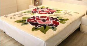 Luxury Genuine Sheepskin Mattress Cover in Flower Pattern pictures & photos