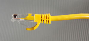 UTP Cat. 5e Snagless Yellow Ligule Molded Boot 1m Patch Cord pictures & photos
