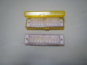 10 Holes Harmonica with Plastic Cover pictures & photos