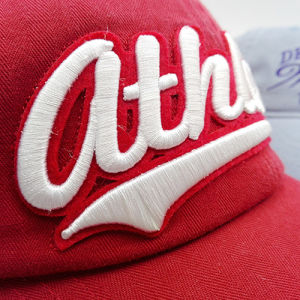 Guangzhou Hats Factory Fashion Applique Embroidery Cotton Curved Brim Cap pictures & photos