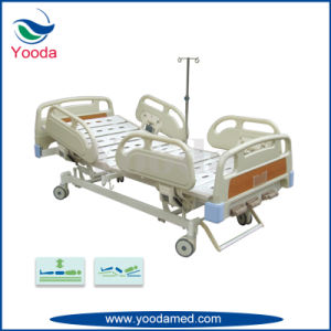 4 Crank Manual Medical Hospital Patient Bed pictures & photos