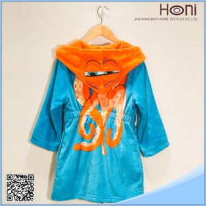 High Quality Hooded Kids Bathrobe pictures & photos