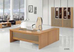 Modern Luxury Chinese Furniture Wooden Executive Office Desk pictures & photos