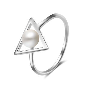 Popular Women Triangular Shaped Pearl Finger Ring pictures & photos