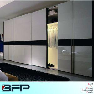 Large Size Sliding Door Wardrobe Furniture pictures & photos