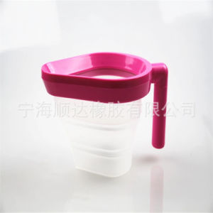 Silicone Kitchenware Foldable Silicone Measuring Pot Oil Bottle pictures & photos