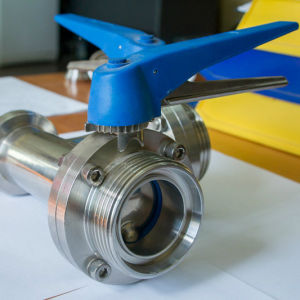 Stainless Steel Ss304 Sanitary DIN Three-Way Thread Butterfly Valve pictures & photos