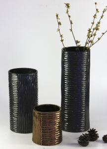 Straight Type Glazed Fashion Ceramic Handicrafts