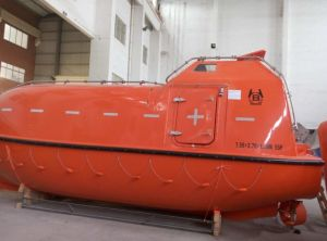 Iacs Approved Solas Marine Life Saving Equipment Gravity Type Totally Enclosed Lifeboat (15-130P) pictures & photos