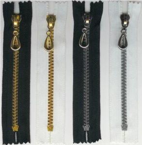 Wholesale Best Quality Garment Plastic Zipper pictures & photos