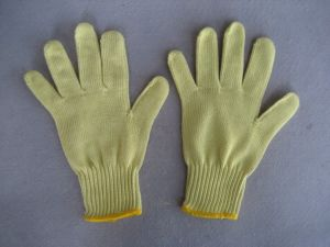 7g Five Aramid Yarn Lever 4 Cut Resistance Knitted Glove-2306 pictures & photos