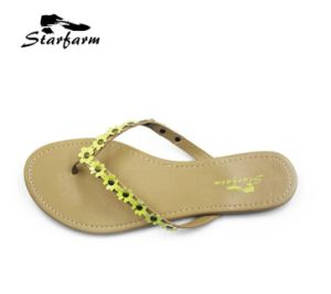 Fashion PU Girl Beach Slippers pictures & photos