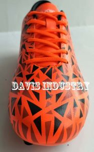 Triangles Print of Football Shoes for Men pictures & photos