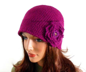 Custom Hand Crochet Cloche Hat Women Beret Beanie with Flower pictures & photos